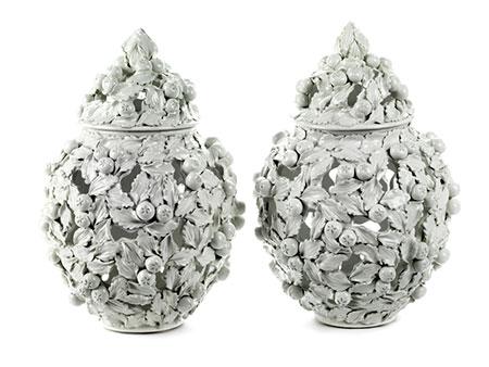 Paar Majolika-Vasen der Manufaktur Nove