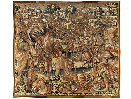 Frühe Brüsseler Tapisserie mit Darstellung einer kriegerischen Beutezugszene mit reitender Herrscherfigur