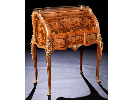 Hochfeines Zylinderbureau nach dem berühmten Schreibbureau von David Roentgen für Marie Antoinette