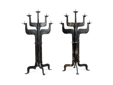 Ein Paar sehr große monumentale fünfflammige Eisenleuchter