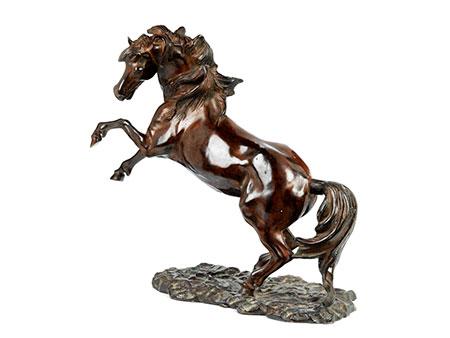 Bronzefigur eines sich aufbäumenden Pferdes