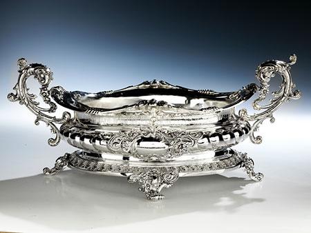 Silberne Prunkjardiniere im Rokokostil aus dem ehemaligen Besitz des jüdischen Kunsthändlers Louis Philipson, Emden