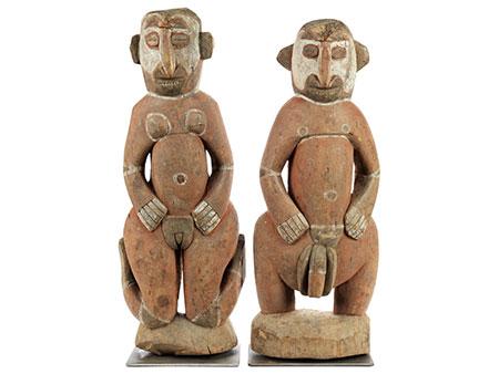 Geschnitztes Ahnenfigurenpaar