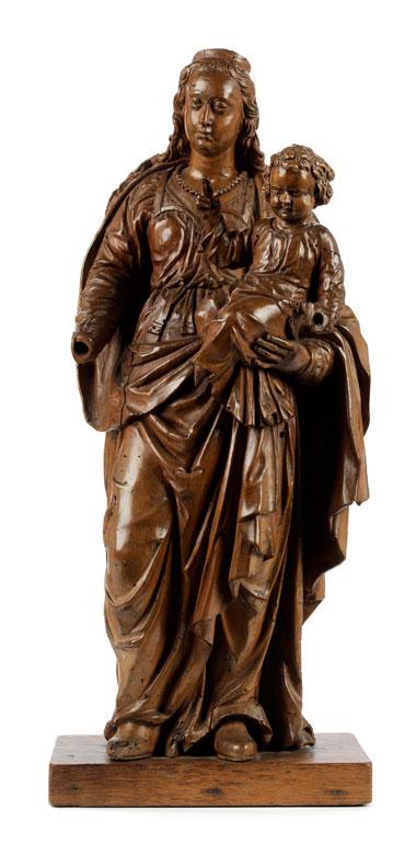 Schnitzfigur einer Madonna mit segnendem Jesuskind