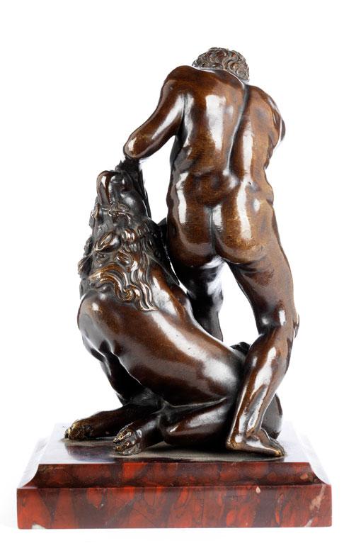 Detailabbildung: Bronzefigurengruppe nach der Antike Herkules mit dem Nemeischen Löwen