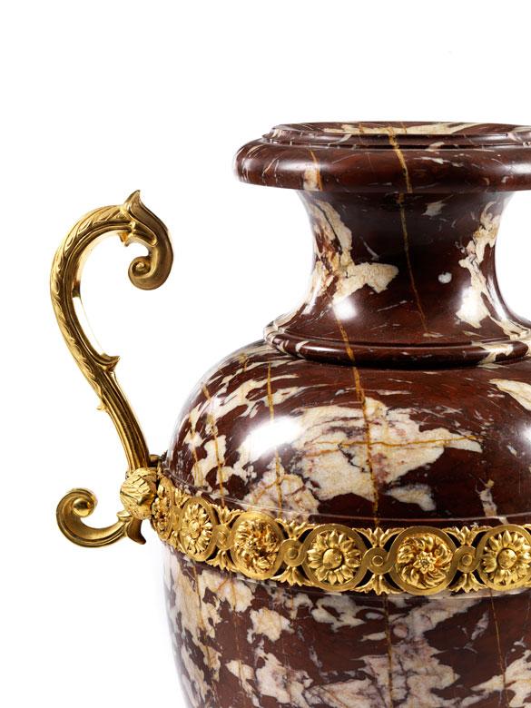 Detailabbildung: Imposante Marmorvase