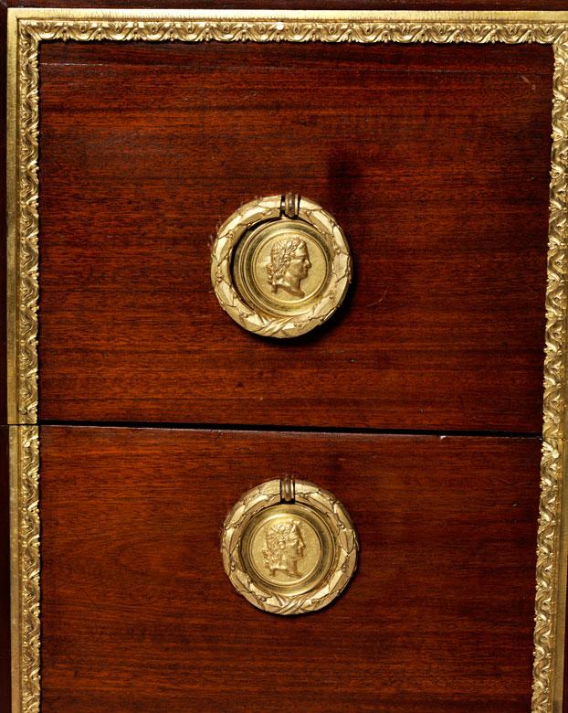 Detailabbildung: Elegante Louis XVI-Kommode