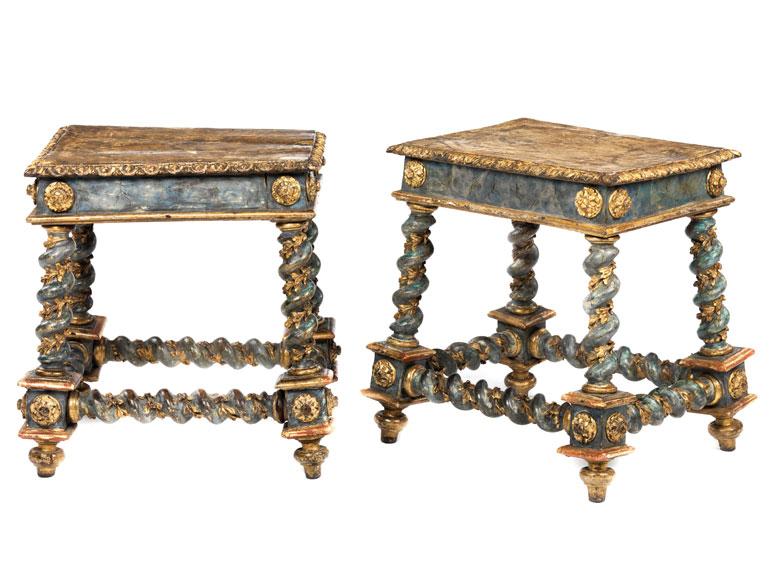 Paar venezianische Bänkchen