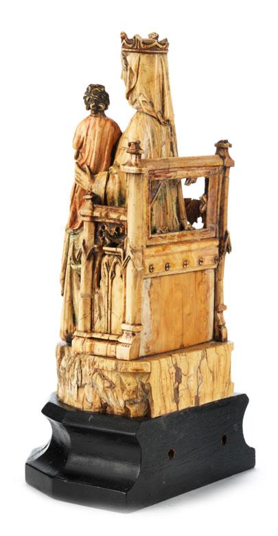 Detailabbildung: Elfenbeinschnitzfigur einer thronenden Madonna mit dem Jesuskind