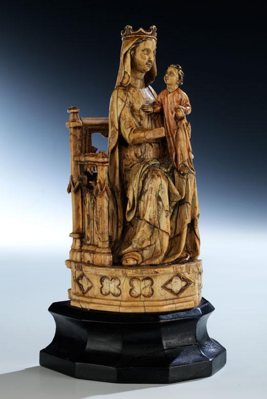 Elfenbeinschnitzfigur einer thronenden Madonna mit dem Jesuskind