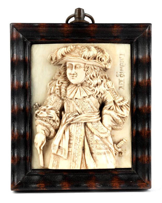 Elfenbeinrelief mit Darstellung und Beischrift Ludwig XIV