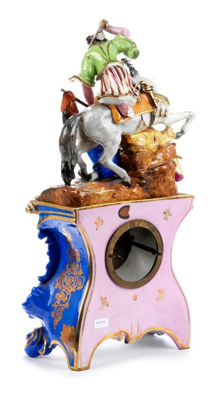 Detailabbildung: Kaminuhr in Porzellan mit Figurengruppe