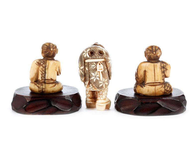 Detailabbildung: Drei japanische Elfenbeinnetsuke