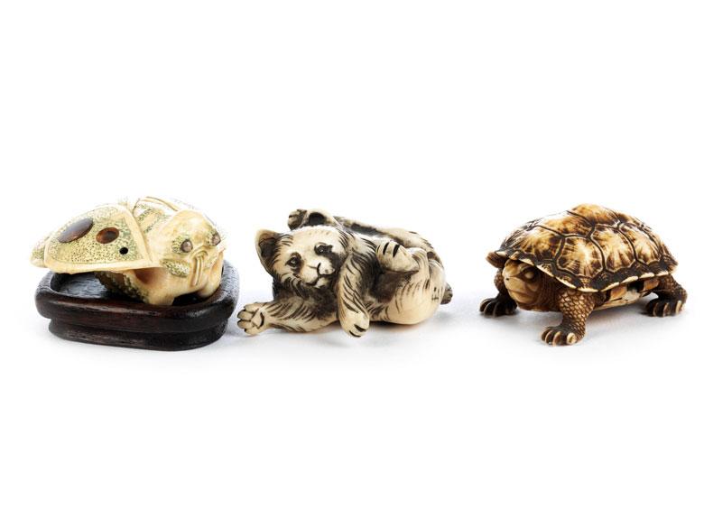 Drei japanische Elfenbeinschnitzobjekte