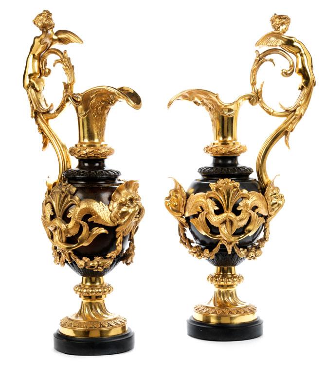 Paar prächtige Kamin-Ziervasen in vergoldeter und brünierter Bronze