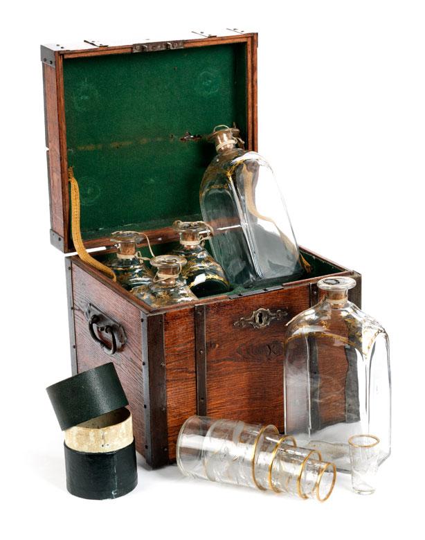 Reiselikör- oder Getränkeschatulle mit Flaschen- und Trinkbechereinsätzen