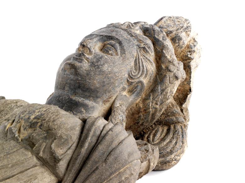 Detailabbildung: Steinfigur einer Tyche der Gandhara-Kultur