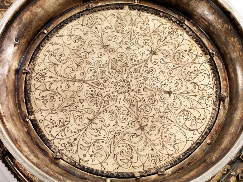 Detailabbildung: Bedeutende, museale, große Prunkschale in Silber, Email und geschliffenem Kristall