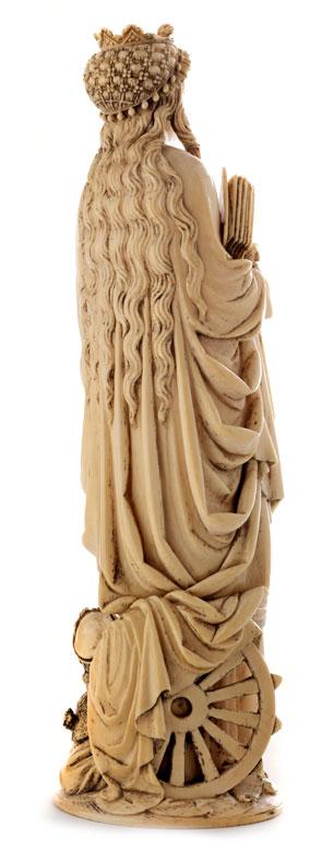 Detailabbildung: Elfenbein-Schnitzfigur der Heiligen Katharina