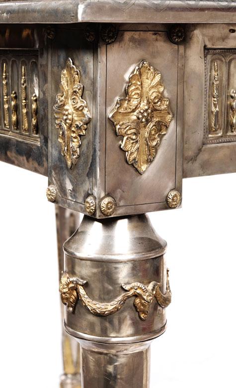 Detailabbildung: Seltener russischer Salontisch im Louis XVI-Stil mit Silberbeschlag