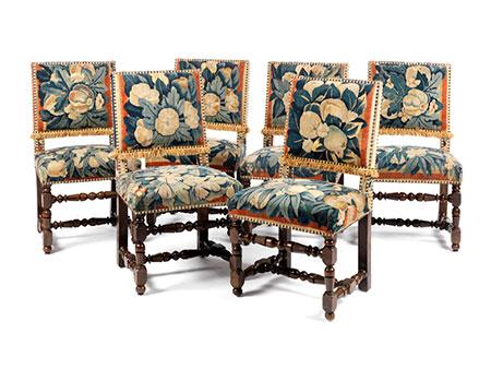 Sechs Stühle
