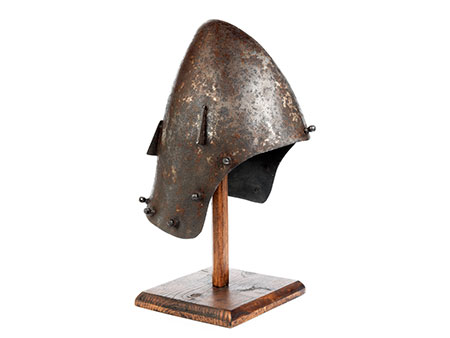 Eisenhelm im Stil des 13. Jahrhunderts