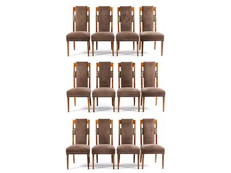 Satz von zwölf Stühlen