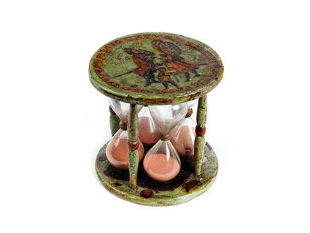 Seltenes Sanduhrstundenglas in einem Gestell mit Arte Povera-Fassung