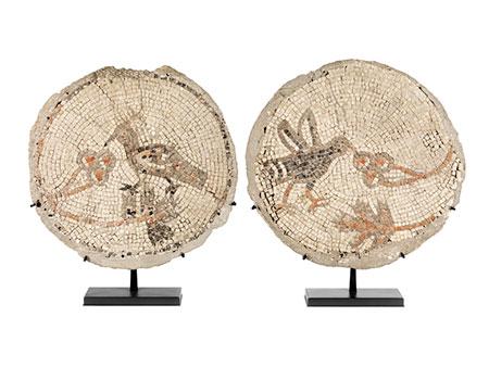 Zwei runde Mosaikdarstellungen
