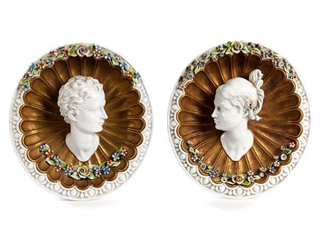 Paar italienische Porzellanzierwandteller
