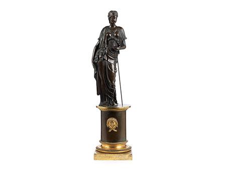 Bronzestatue einer Vestalin