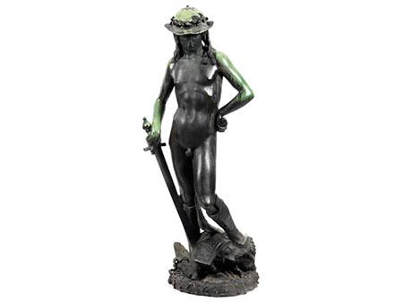 Große Bronzefigur des David