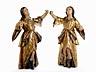 Details: Paar gefasste und in den Kleidern vergoldete Engelsfiguren