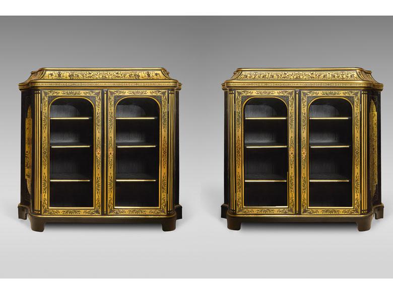 Paar elegante Sammlungs- oder Bibliotheksschränke