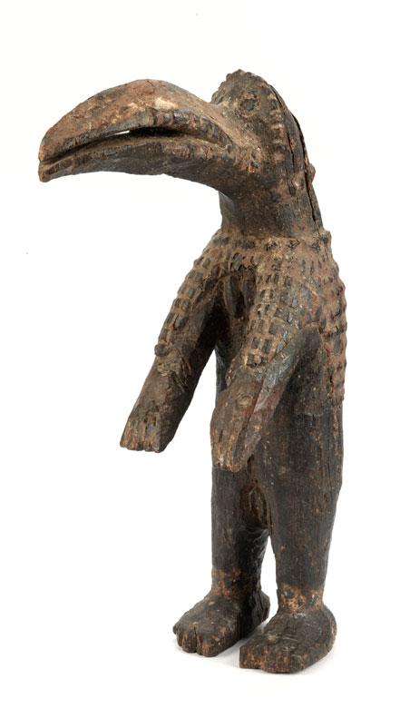 Holzfigur eines Maskenträgers