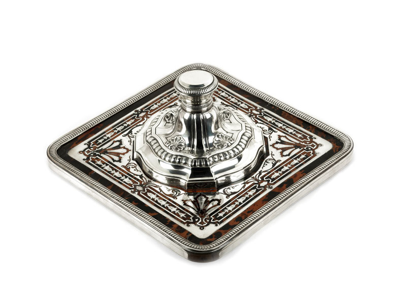 Französisches Tintengefäß in Silber mit Schildpatteinlagen