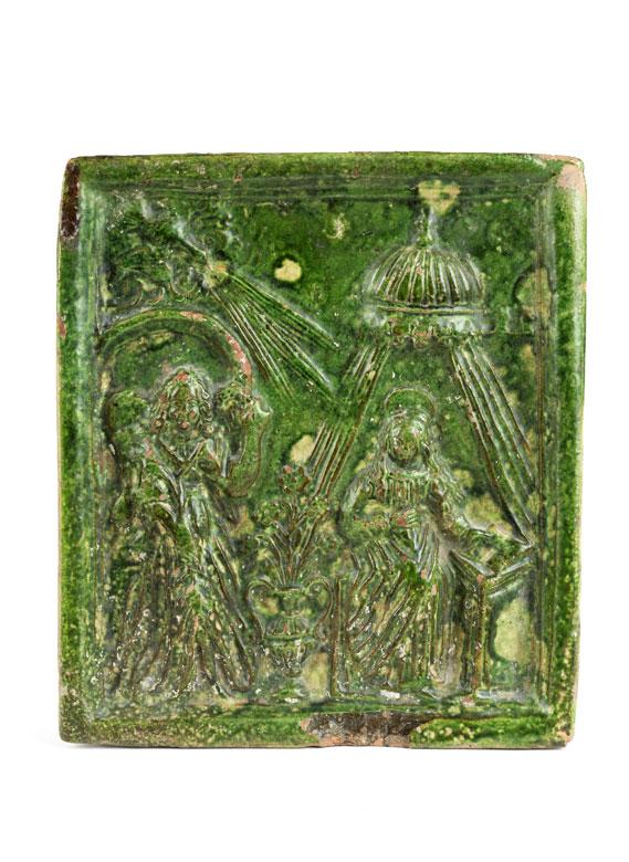Ofenkachel mit Reliefdarstellung der Verkündigung Mariens