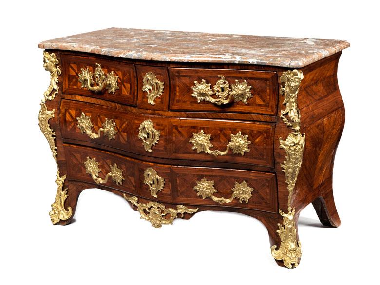 Dreischübige Louis XVI-Kommode mit Marmorplatte