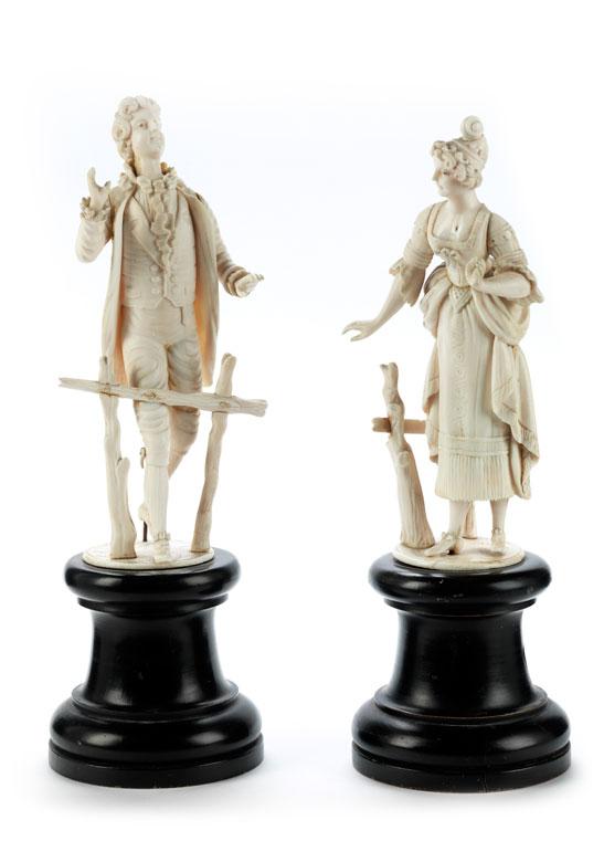Paar Elfenbeinstatuetten in historistischem Rokoko-Stil