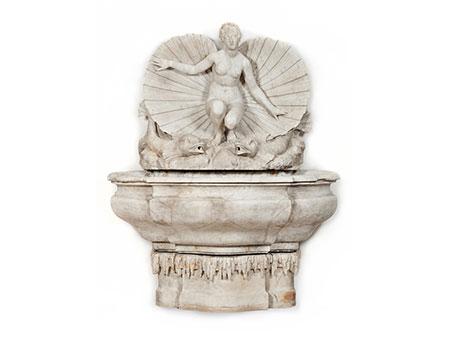 Großer Marmorbrunnen mit Venusfigur