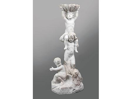 Marmorbrunnen mit Engeln