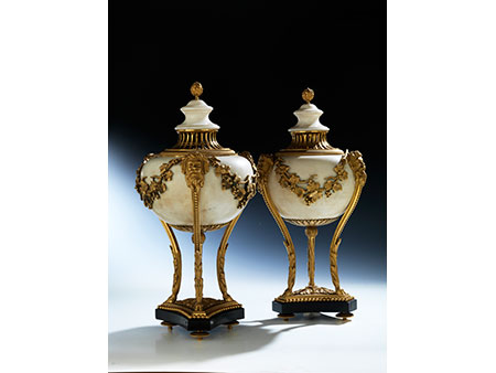 Paar große Kamin-Räuchervasen in Marmor und vergoldeter Bronze
