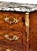 Details: Kleine französische Louis XV-Kommode mit Marmorplatte
