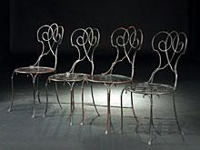 Vier Eisenstühle