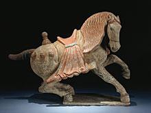 Pferd aus gebranntem Ton mit Resten von Kaltbemalung