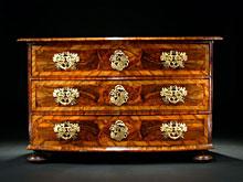 Prächtige, elegante Maria-Theresia-Kommode