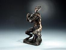 Italienische Bronze-Sitzfigur eines Satyr