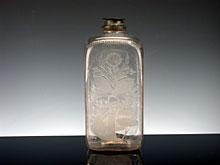 Farblose Vierkantflasche