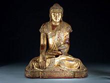 Große sitzende Buddha-Figur