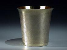 Schlangenhaut-Becher in Silber